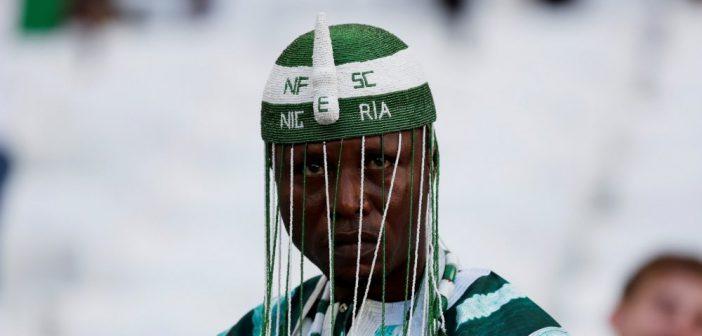 Video: Is deze Nigeriaanse fan helderziend of is het puur geluk?